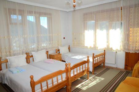 стая с три легла и тераса