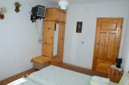 стая с две легла и тв