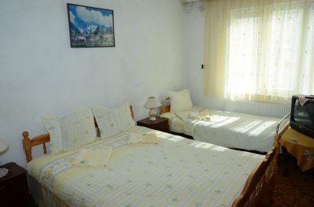 спалня с допълнително легло