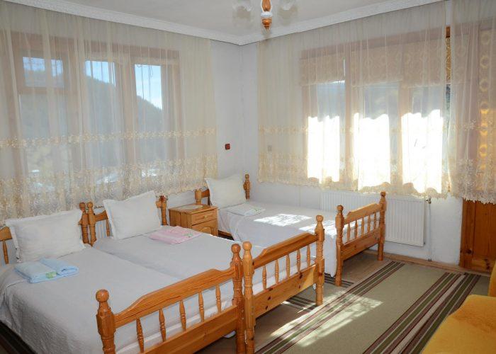 Стая в Къща за гости Кристал с три легла
